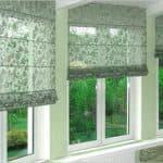 какие шторы можно повесить на застекленный балкон