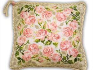 вышитая подушка для спальни