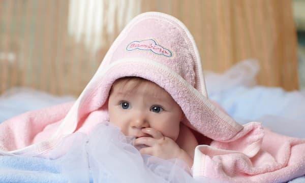 малыш в банном полотенце