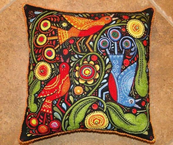 вышитая бисером подушка