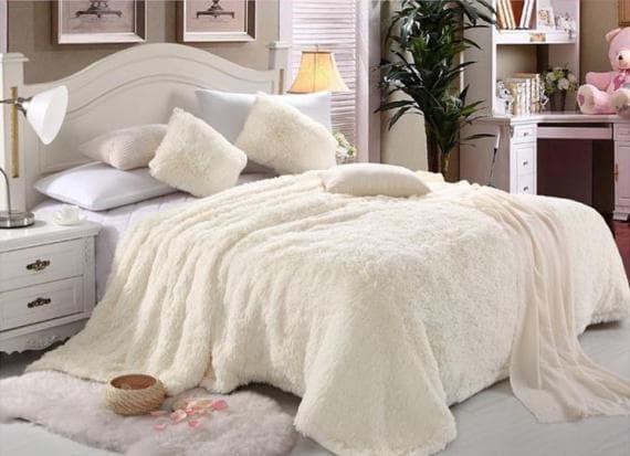 меховой плед на двуспальную кровать