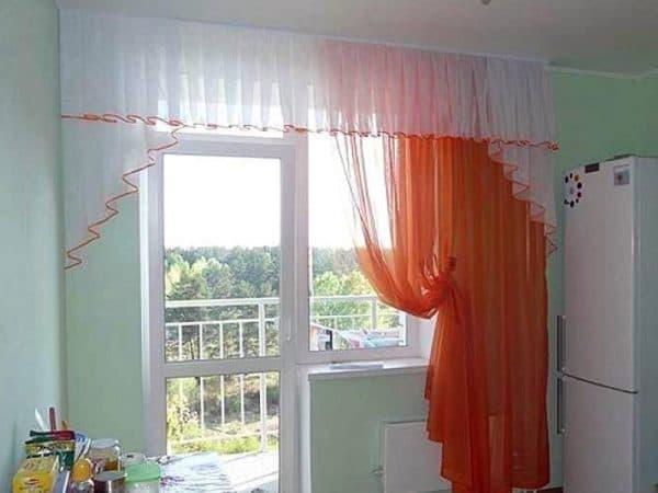 кухонное окно с балконной дверью