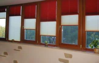 римские шторы в проёме окна