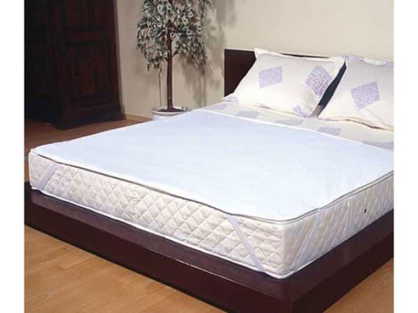 наматрасник на двух спальную кровать удобно спать с малышом
