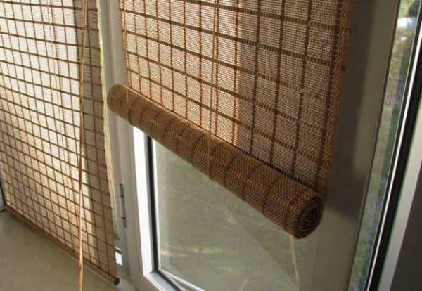 рулонные бамбуковые шторы на балкон