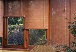 занавеска из бамбука в проем