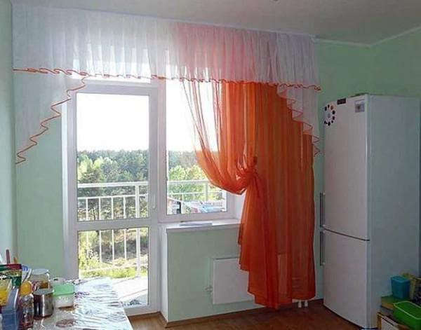 абсолютно прямой ламбрекен на балконную дверь
