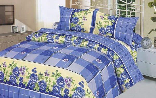 постельное белье из полиэстера синего цвета
