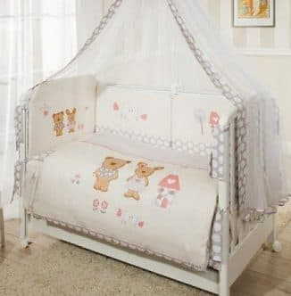 красивые комплекты в детскую кроватку