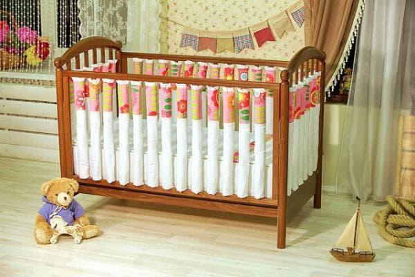 бампер в кроватку для новорожденных для безопасности