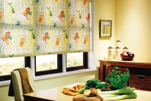 римские шторы в стиле кантри для кухни
