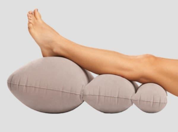 ортопедическая подушка для ног различной фактуры