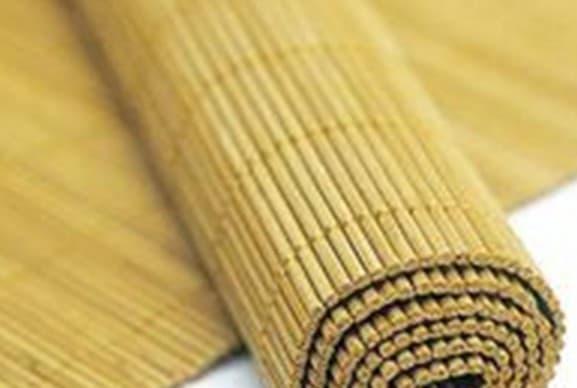 циновка из бамбука в ванную