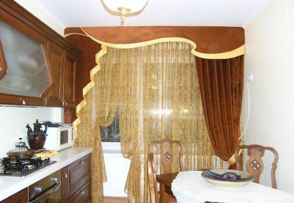 красивые шторы на кухню с балконной дверью