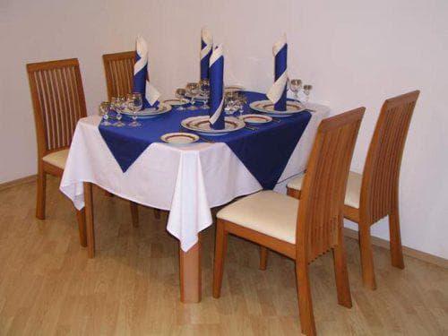 квадратная праздничные скатерти на стол