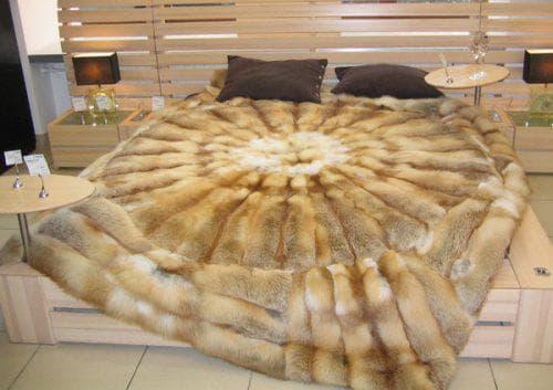 покрывало на кровать из лисьего меха