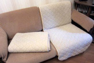 раздельные покрывала на диван на резинке