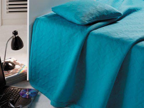 ярко бирюзовое покрывало на кровать