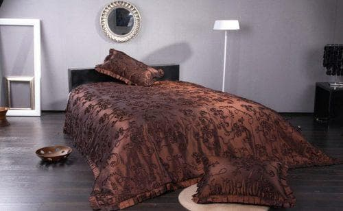 покрывало на кровать из меха производства Arya