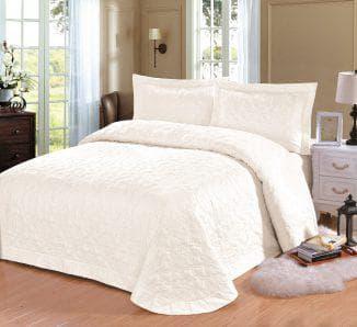 стеганное покрывало на кровать из хлопка белого цвета