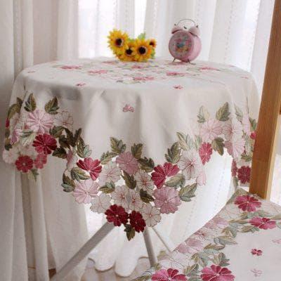 круглая скатерть на стол для кухни с цветочным принтом