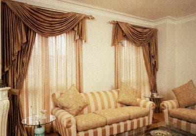 шторы на одну сторону для спальни в классическом стиле