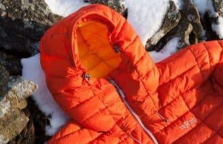 зимние куртки с искусственным утеплителем