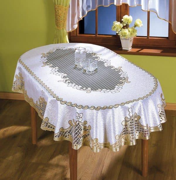 так выглядит скатерть с рюшечками на овальный стол