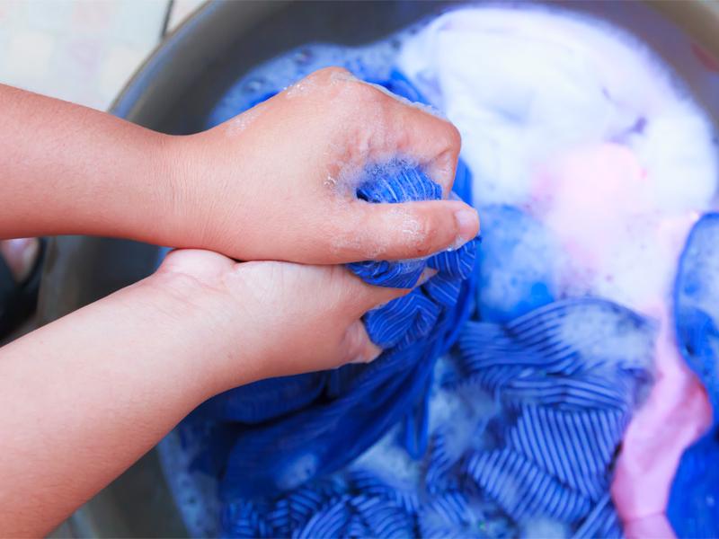 Стирка хлопка в стиральной машине и руками